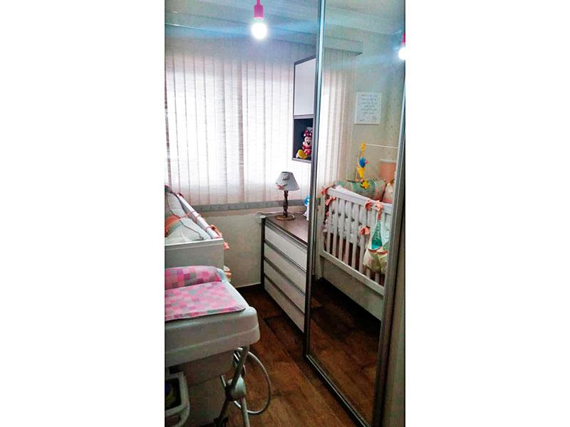 Sacomã, Apartamento Padrão-2º Quarto com piso de laminado, teto com sanca de gesso e armários planejados.