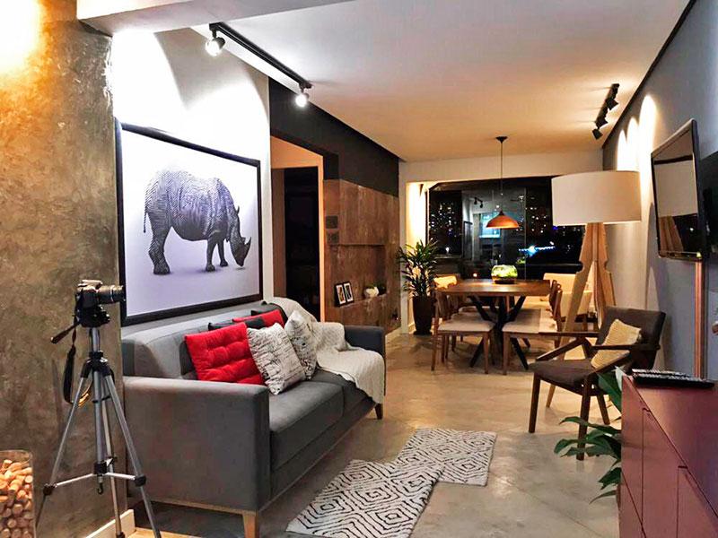 Sacomã, Apartamento Padrão-Sala ampliada (com a varanda), com piso de cimento queimado e teto com sanca.