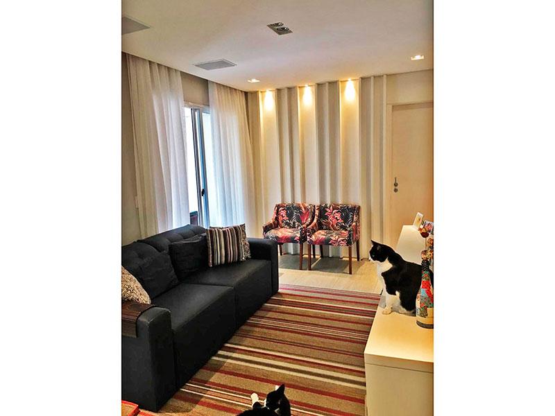 Ipiranga, Apartamento Padrão - Sala com piso de cerâmica, teto com sanca, iluminação embutida, armários planejados e acesso a varanda gourmet.
