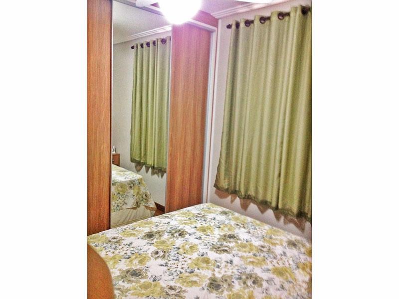 Sacomã, Apartamento Padrão-Suíte com piso de laminado, teto com moldura de gesso e armários planejados.