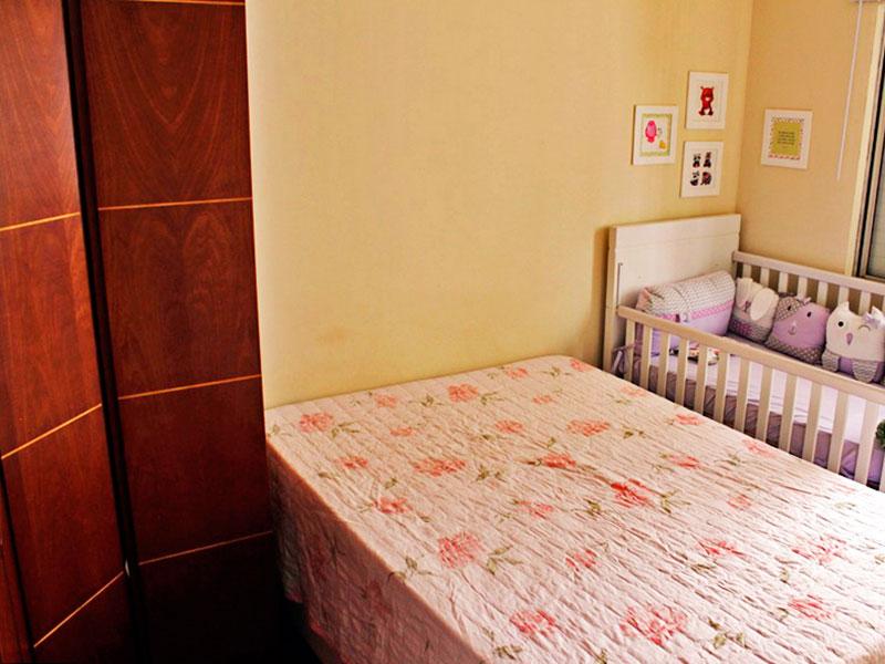Sacomã, Apartamento Padrão-1º Quarto com piso de laminado e armários planejados.