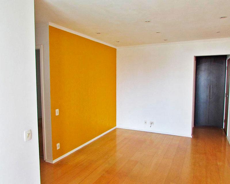 Ipiranga, Apartamento Padrão - Sala com piso de laminado, teto com moldura de gesso, iluminação embutida e acesso a varanda.