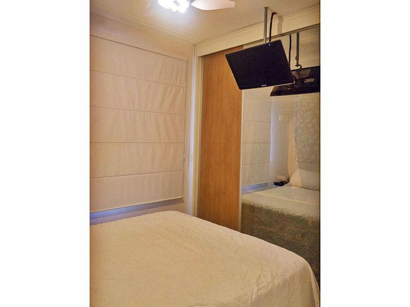 Ipiranga, Apartamento Padrão-Suíte com piso de porcelanato, teto com moldura de gesso e armários planejados.