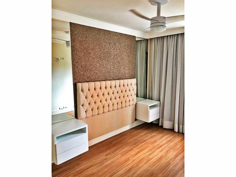 Jabaquara, Apartamento Padrão-1º Quarto com piso de laminado, teto com sanca de gesso e armários planejados.