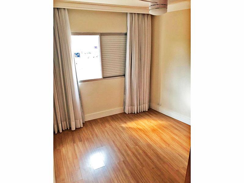 Jabaquara, Apartamento Padrão-2º Quarto com piso de laminado, teto com sanca de gesso e armários planejados.