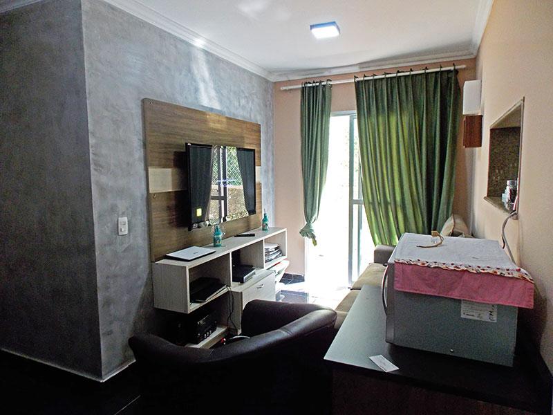 Sacomã, Apartamento Padrão - Sala em L com piso de cerâmica, teto com moldura de gesso e acesso a sacada.