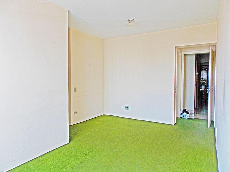 Ipiranga, Apartamento Padrão-Sala em L com piso de carpete e acesso a sacada.