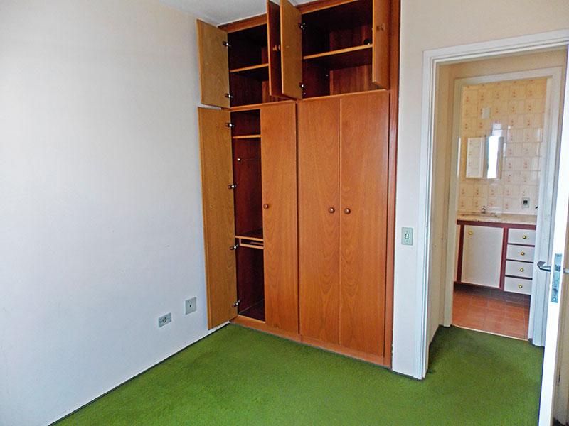 Ipiranga, Apartamento Padrão-1º Quarto com piso de carpete e armários embutidos.