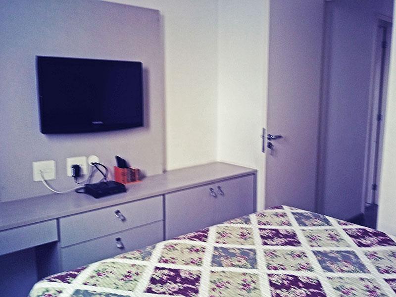 Sacomã, Apartamento Padrão-1º Quarto com piso de laminado, teto com sanca e armários planejados.