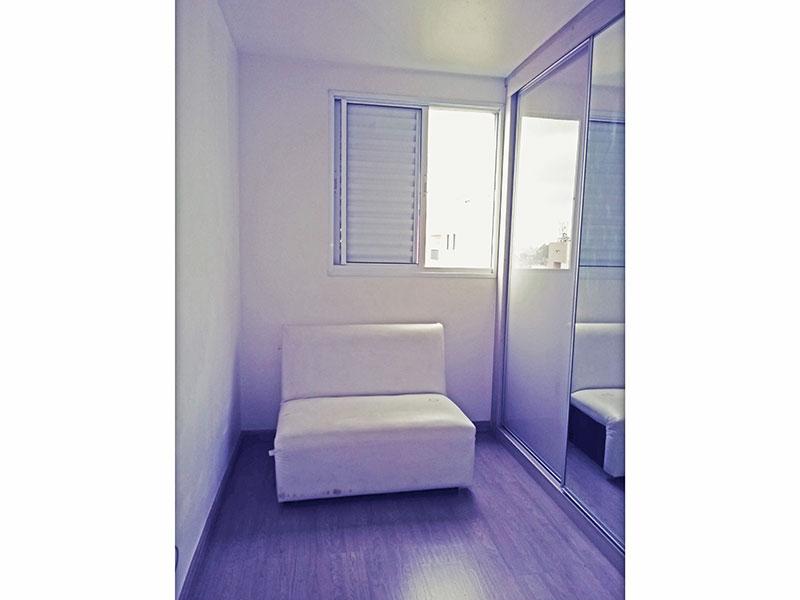 Sacomã, Apartamento Padrão-2º Quarto com piso de laminado, teto com sanca e armários planejados.
