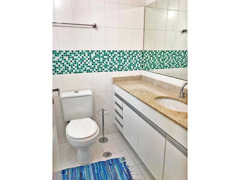 Ipiranga, Apartamento Padrão-Banheiro da suíte 2ª suíte com piso de cerâmica, gabinete, pia de granito e box de vidro.