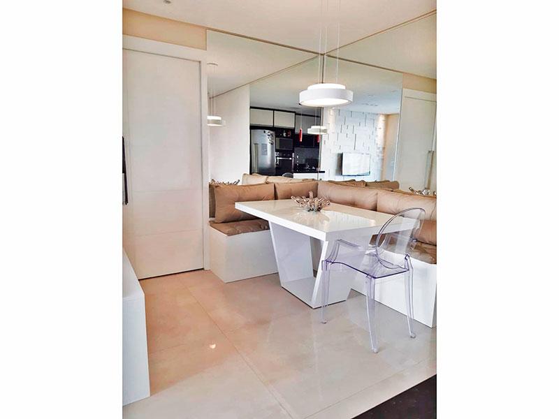Ipiranga, Apartamento Padrão-Sala em L com piso de porcelanato, teto com sanca, iluminação embutida e acesso a varanda.