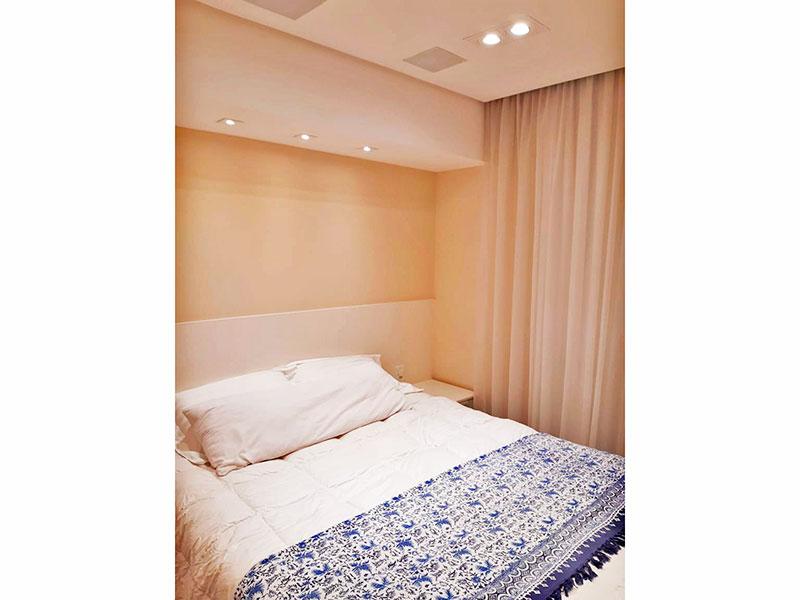 Ipiranga, Apartamento Padrão-Suíte com piso de laminado, teto com sanca, iluminação embutida e armários planejados.
