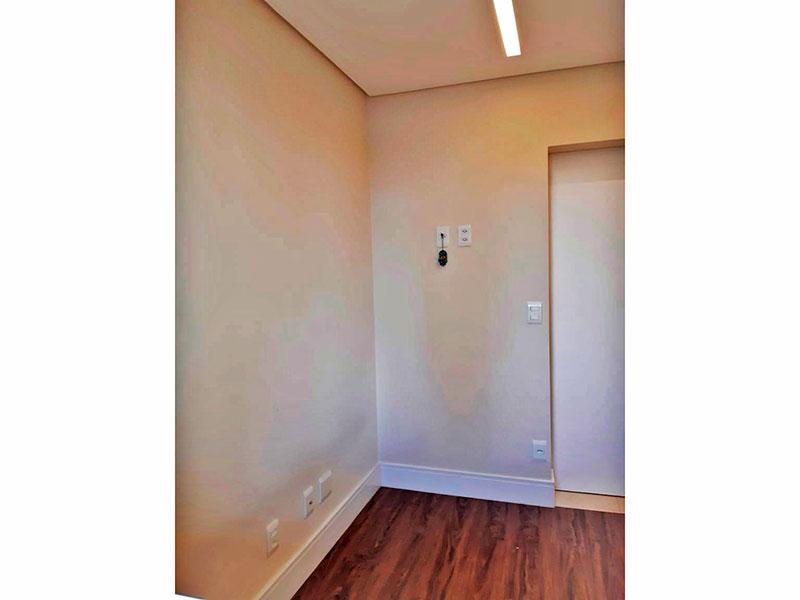 Ipiranga, Apartamento Padrão-2º Quarto com piso de laminado, teto com sanca e iluminação embutida.