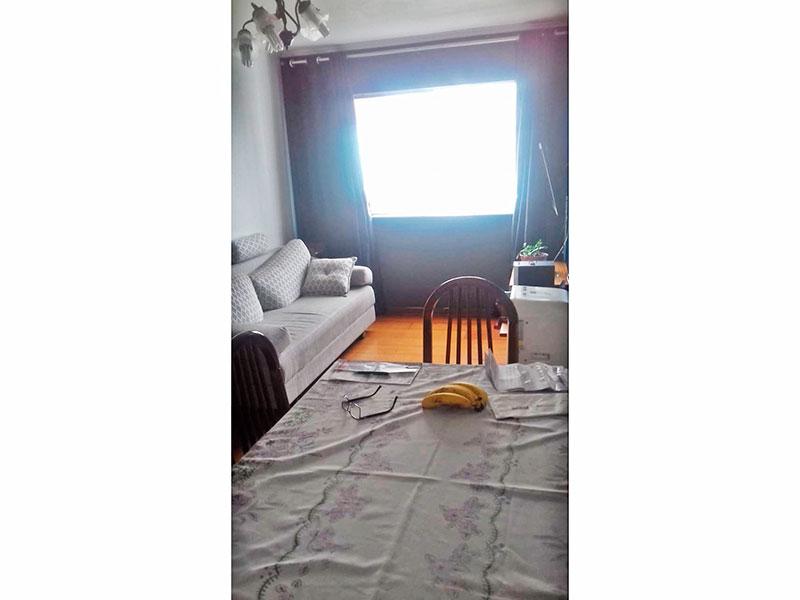 Sacomã, Apartamento Padrão - Sala com piso de madeira e teto com moldura de gesso.