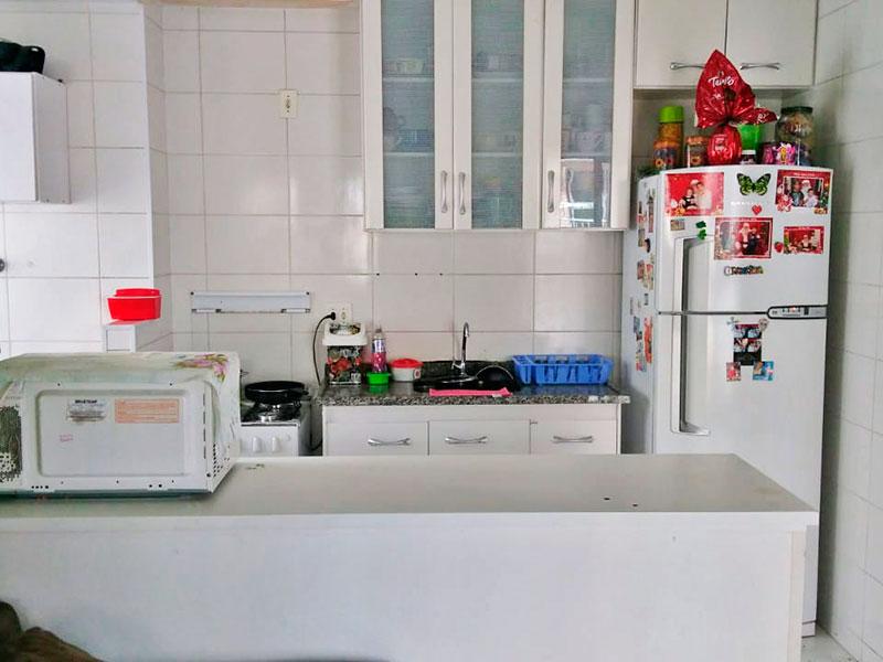 Sacomã, Apartamento Padrão-Cozinha americana e integrada com a sala, com piso de cerâmica, gabinete, pia de granito e acesso a área de serviço.