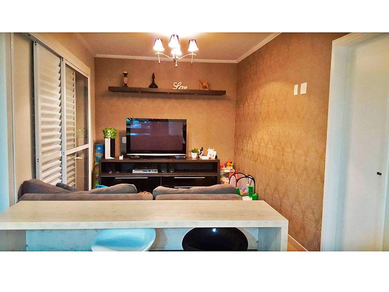 Ipiranga, Cobertura Duplex-Sala com piso de porcelanato, teto com moldura de gesso, e acesso a varanda.