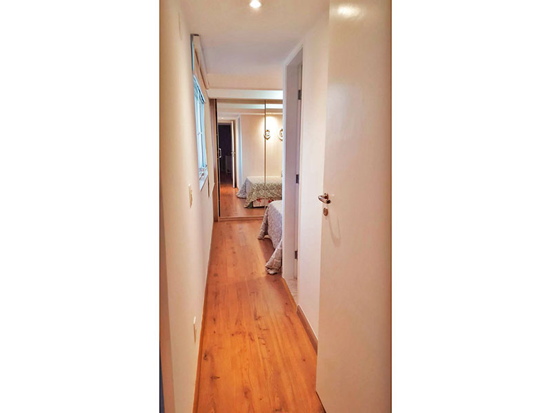 Ipiranga, Cobertura Duplex-2ª Suíte com pios de laminado, iluminação embutida e armários planejados.