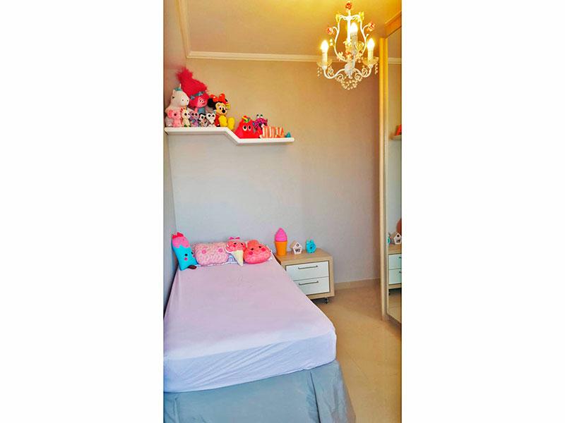 Ipiranga, Cobertura Duplex-3º Quarto com piso de laminado, teto com moldura de gesso e armários planejados.