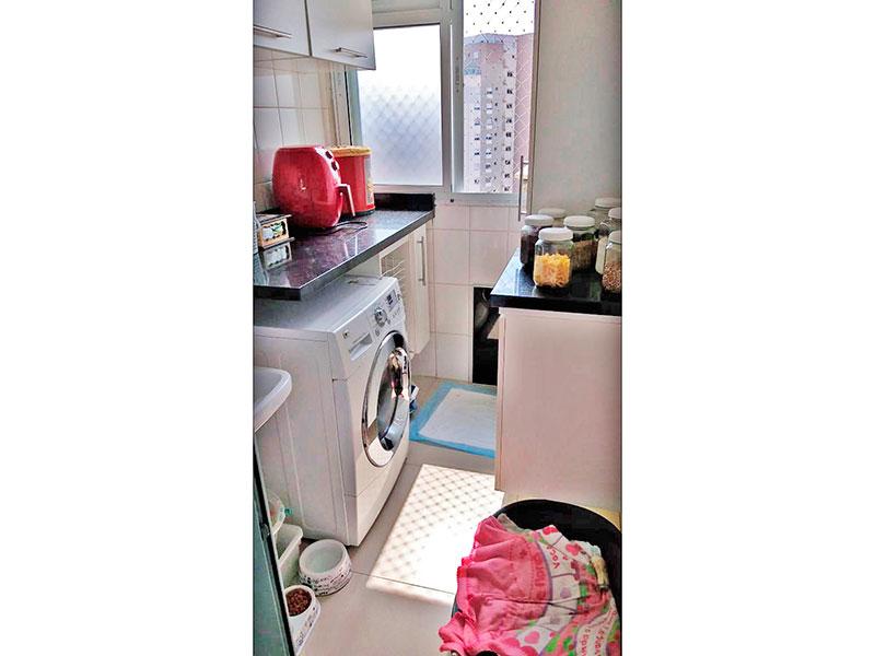 Ipiranga, Cobertura Duplex-Área de serviço com piso de porcelanato, pia de granito e aquecedor de passagem.