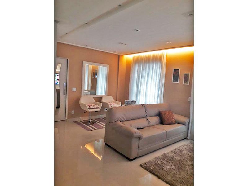 Ipiranga, Apartamento Padrão-Sala com piso de porcelanato, teto com sanca, iluminação embutida e acesso a varanda gourmet.