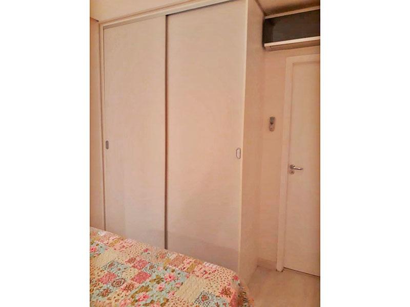 Ipiranga, Apartamento Padrão-1ª Suíte com piso de laminado, teto com sanca, iluminação embutida e armários planejados.