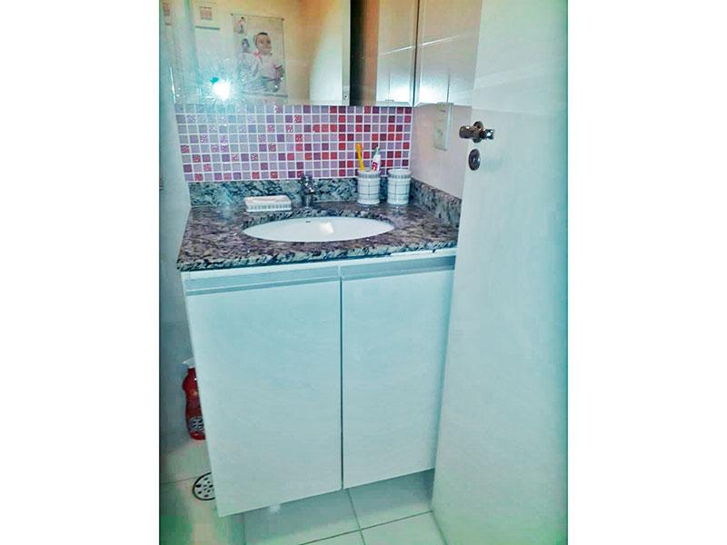 Ipiranga, Apartamento Padrão-Banheiro social com piso de cerâmica, pia de granito e box.