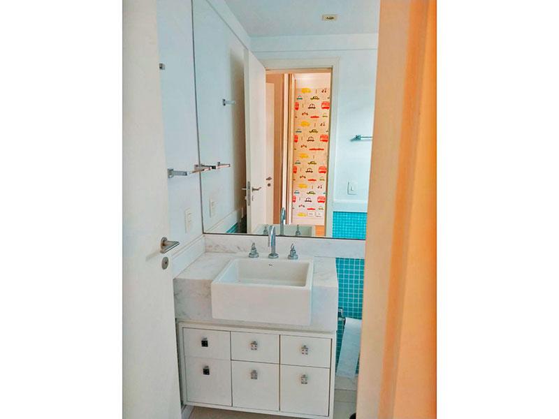 Ipiranga, Apartamento Padrão-Banheiro da 2ª suíte com piso de cerâmica, iluminação embutida, gabinete, pia de mármore e box de vidro.
