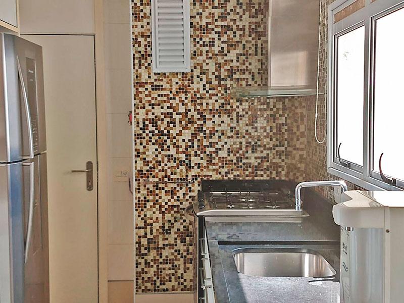 Ipiranga, Apartamento Padrão-Cozinha integrada com a área de serviço, com piso de cerâmica, armários planejados, gabinete e pia de granito.