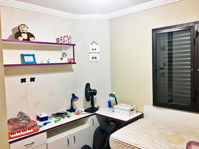 Sacomã, Apartamento Padrão-3º Quarto com piso de laminado e teto com moldura de gesso.