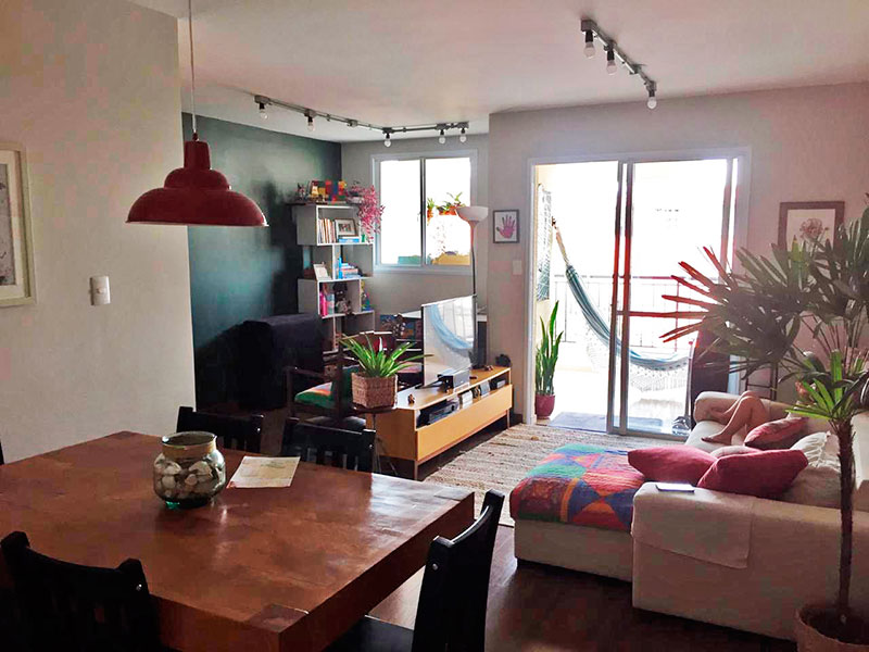 Ipiranga, Apartamento Padrão - Sala ampliada (com o 3º Quarto), com piso laminado e acesso a varanda.