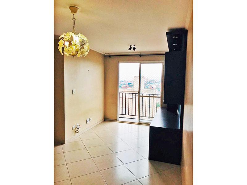 Sacomã, Apartamento Padrão - Sala irregular com piso de cerâmica, teto com moldura de gesso, armários planejados e acesso a varanda.