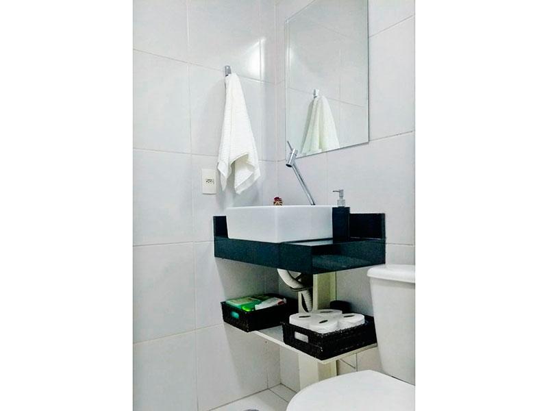 Sacomã, Apartamento Padrão-Banheiro da suíte com pios de cerâmica, pia sobreposta e box de vidro.