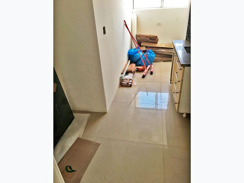 Jabaquara, Cobertura Duplex-Cozinha com piso de porcelanato, gabinete, pia de granito  acesso a área de serviço.