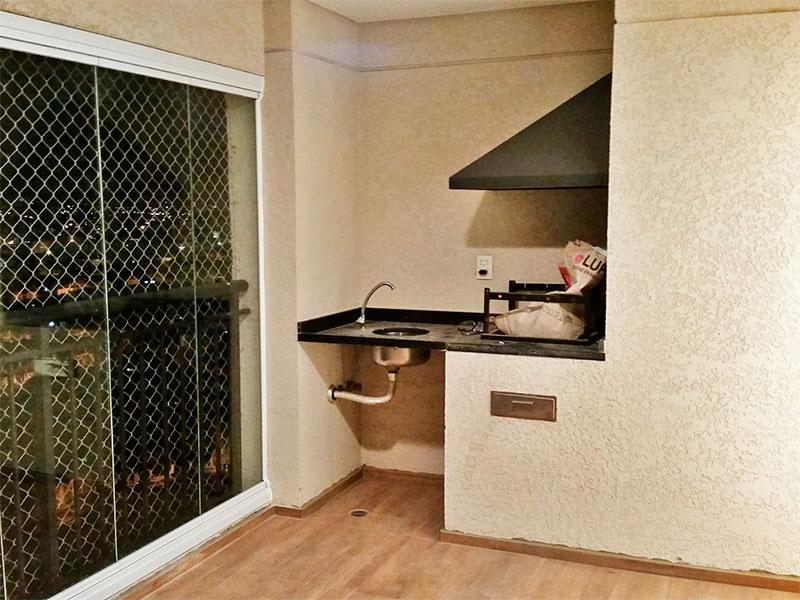 Sacomã, Apartamento Padrão-Varanda gourmet com piso de cerâmica, pia de granito, churrasqueira, fechamento de vidro e tela de proteção.
