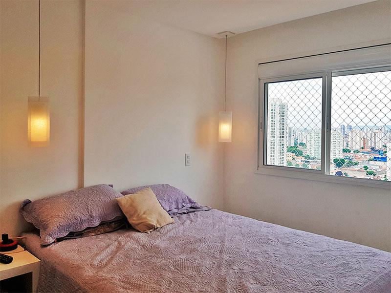 Sacomã, Apartamento Padrão-1º Quarto com piso de porcelanato, teto com sanca, iluminação embutida e armários planejados.