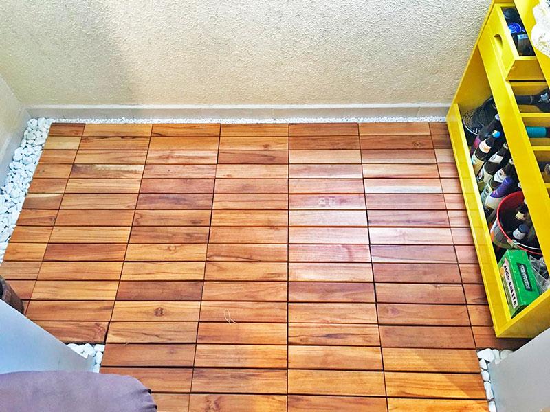Jabaquara, Apartamento Padrão-Varanda com piso de deck de madeira, fechamento de vidro e tela de proteção.