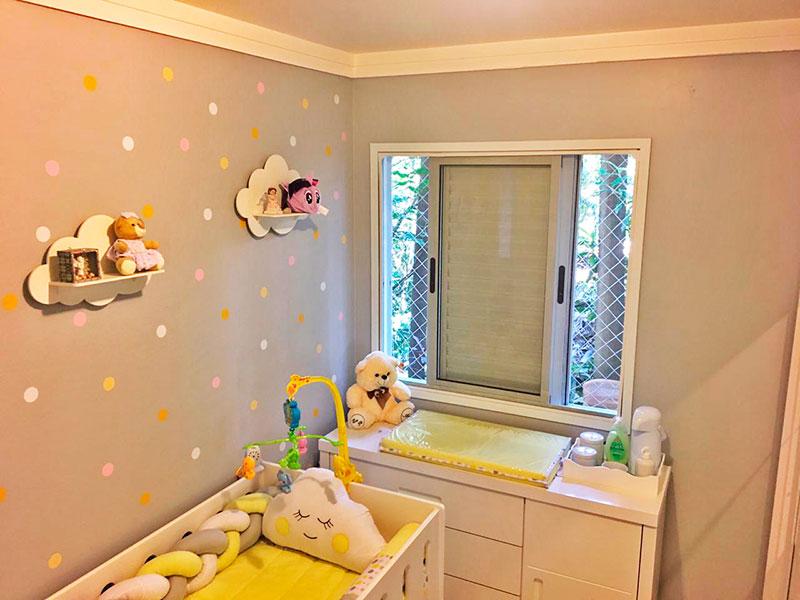 Jabaquara, Apartamento Padrão-2º Quarto com piso de cerâmica e teto com moldura de gesso e armários planejados.