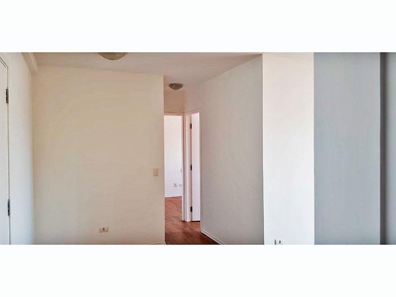 Ipiranga, Apartamento Padrão-Sala irregular com piso laminado e acesso a sacada.