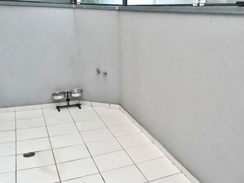 Sacomã, Apartamento Garden-Varanda com piso de cerâmica e fechamento de vidro.