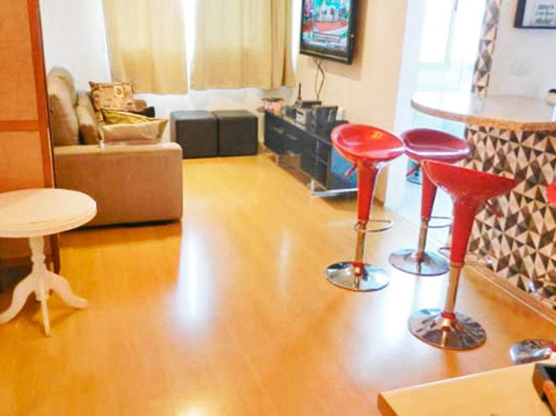 Ipiranga, Apartamento Padrão - Sala com piso laminado.
