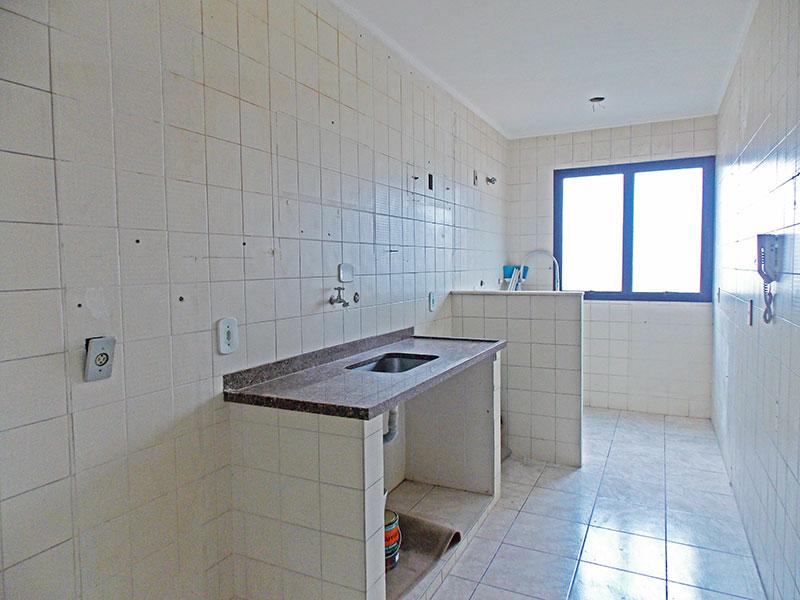 Jabaquara, Apartamento Padrão-Cozinha com piso de cerâmica, teto com moldura de gesso, pia de granito e acesso a área de serviço.
