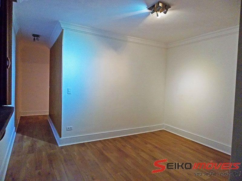 Ipiranga, Apartamento Padrão - Sala irregular com piso laminado e teto com moldura de gesso.