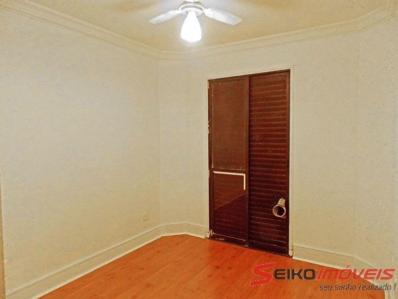 Ipiranga, Apartamento Padrão-2º Quarto com piso laminado, teto com moldura de gesso e acesso a varanda.