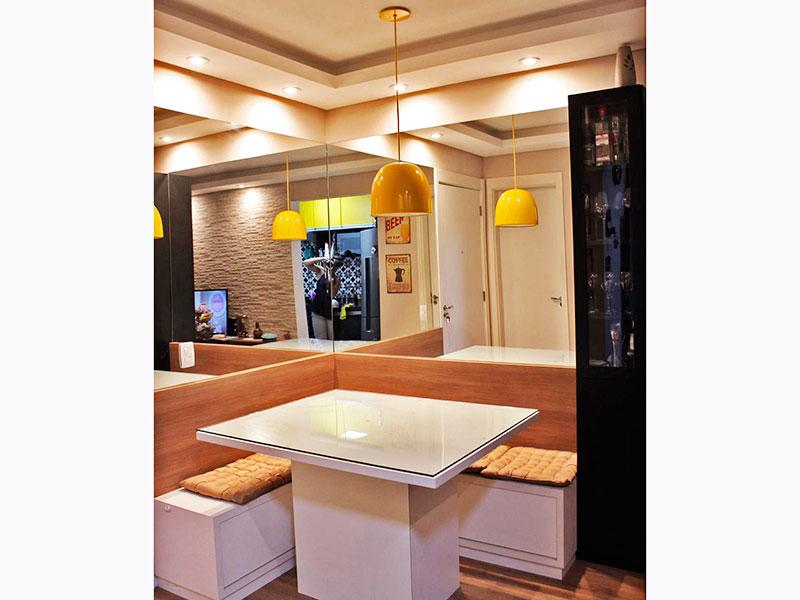 Jabaquara, Studio-Sala em com piso laminado, teto com sanca de gesso, iluminação embutida e acesso a sacada.