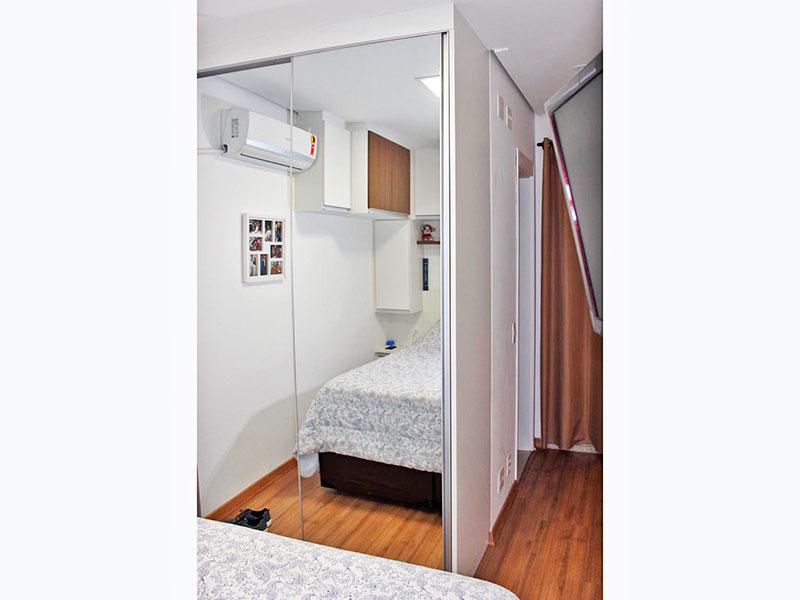 Jabaquara, Studio-Suíte com piso laminado, teto com sanca e armários planejados.