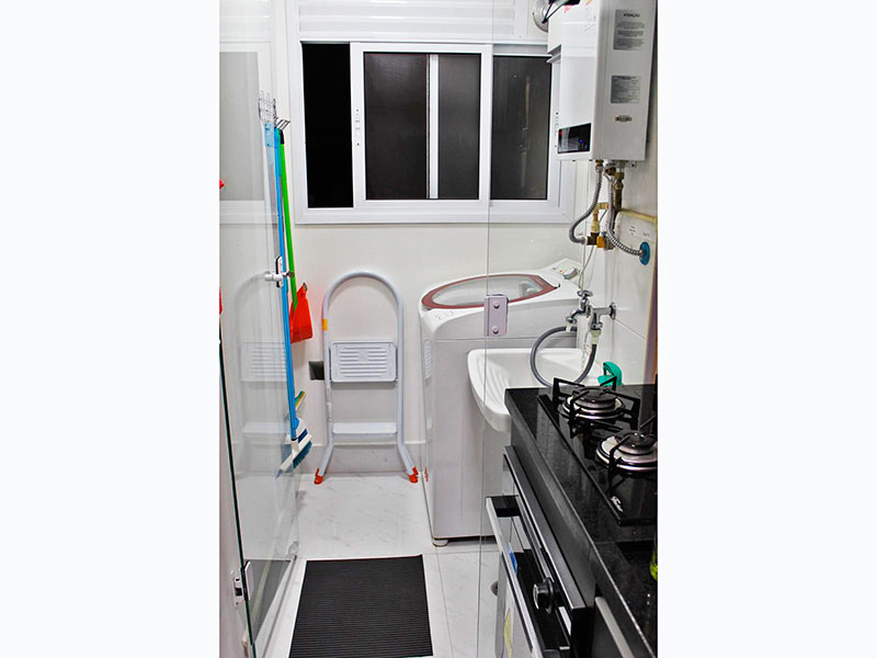 Jabaquara, Studio-Área de serviço com piso de cerâmica e aquecedor de passagem.