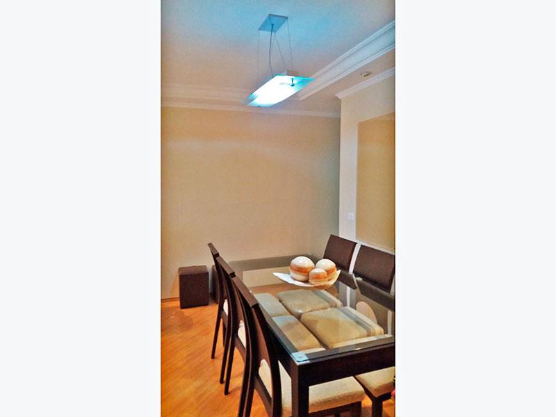 Sacomã, Apartamento Padrão-Sala com piso laminado, teto com sanca de gesso, iluminação embutida e acesso a sacada.
