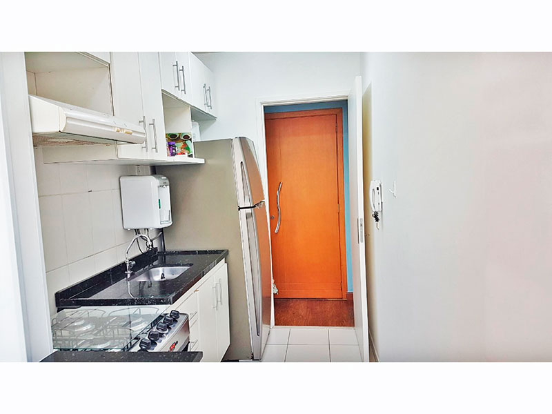 Jabaquara, Apartamento Padrão-Cozinha com piso de cerâmica, gabinete, pia de granito e acesso a área de serviço.