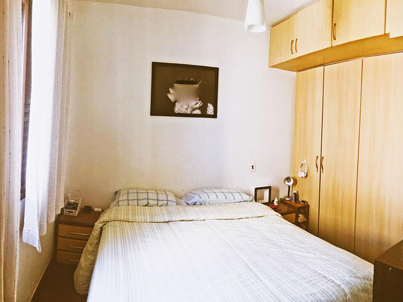 Jabaquara, Apartamento Padrão-1º Quarto com piso de taco, armários planejados, closet e acesso a varanda.